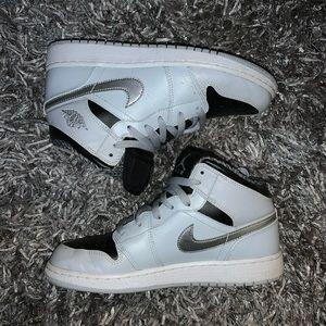 Jordan Mid 1 Sneakers